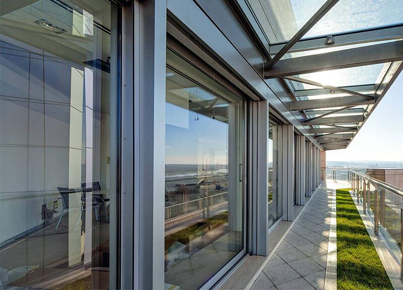 Vordach und Fenster aus Glas von der Glas Eschbach GmbH